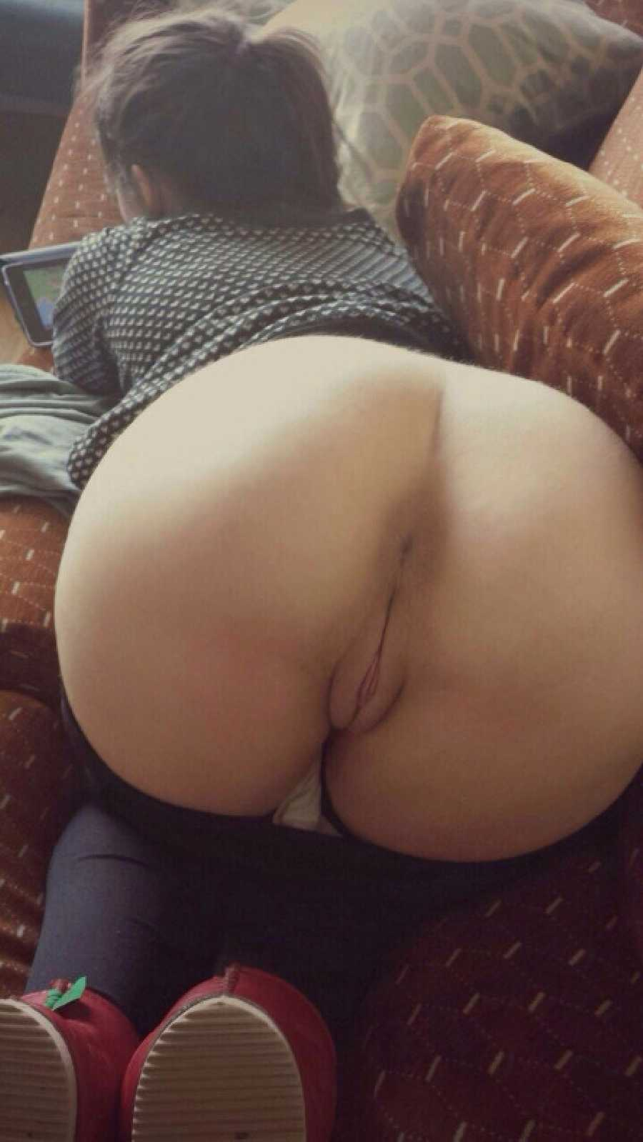 Naked ass and pussy pics