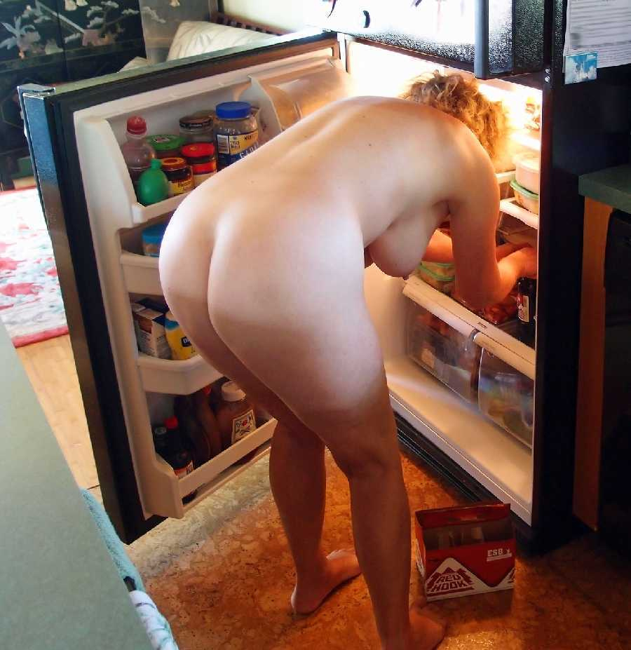 Amateur couple enjoy making home pornos 6