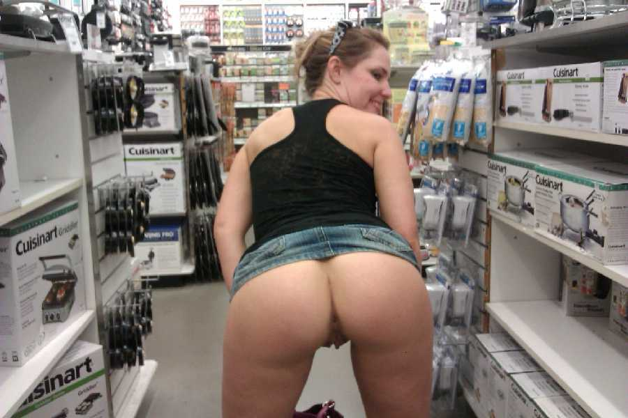 walmart-nude-flash