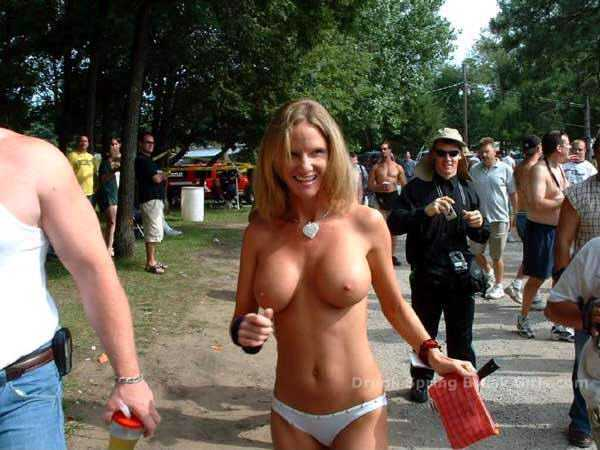 Hot pics of nude protest