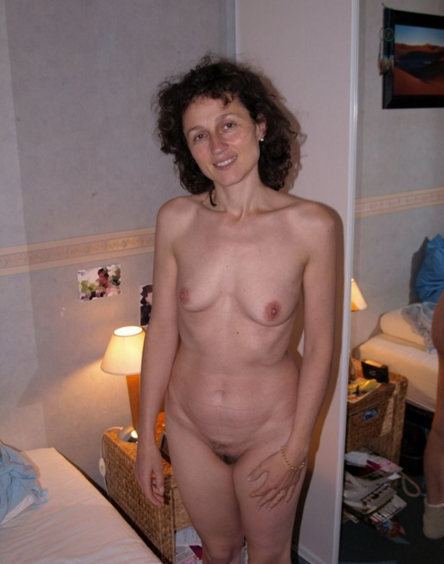 Milf shows small tits to boy