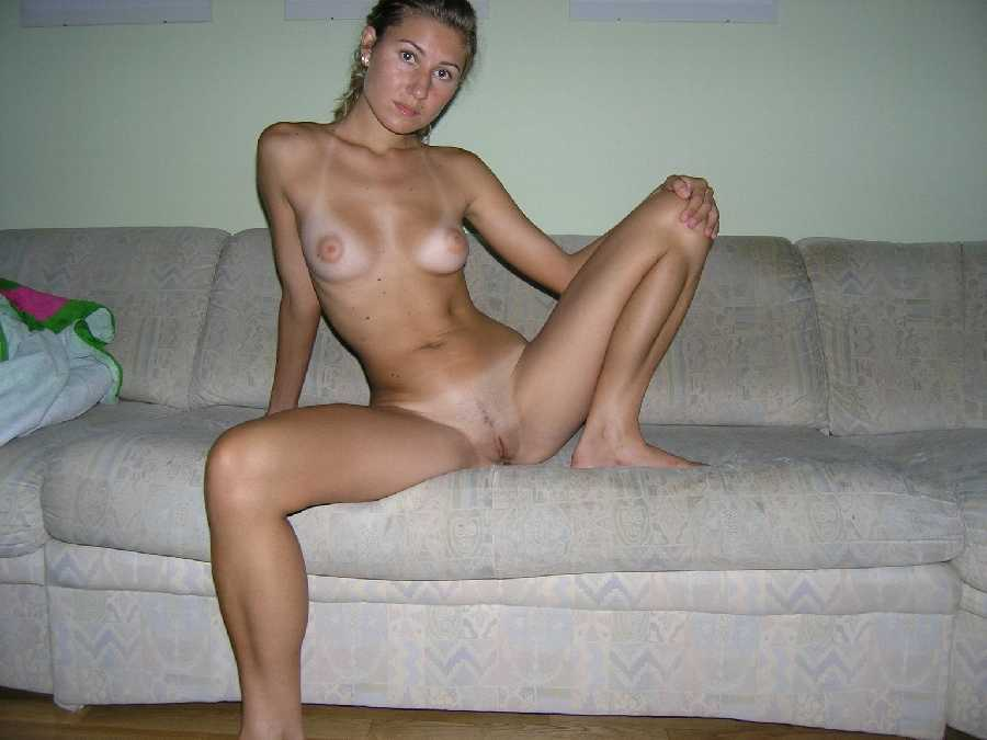 Legs spreading fine naked Hot girl the her