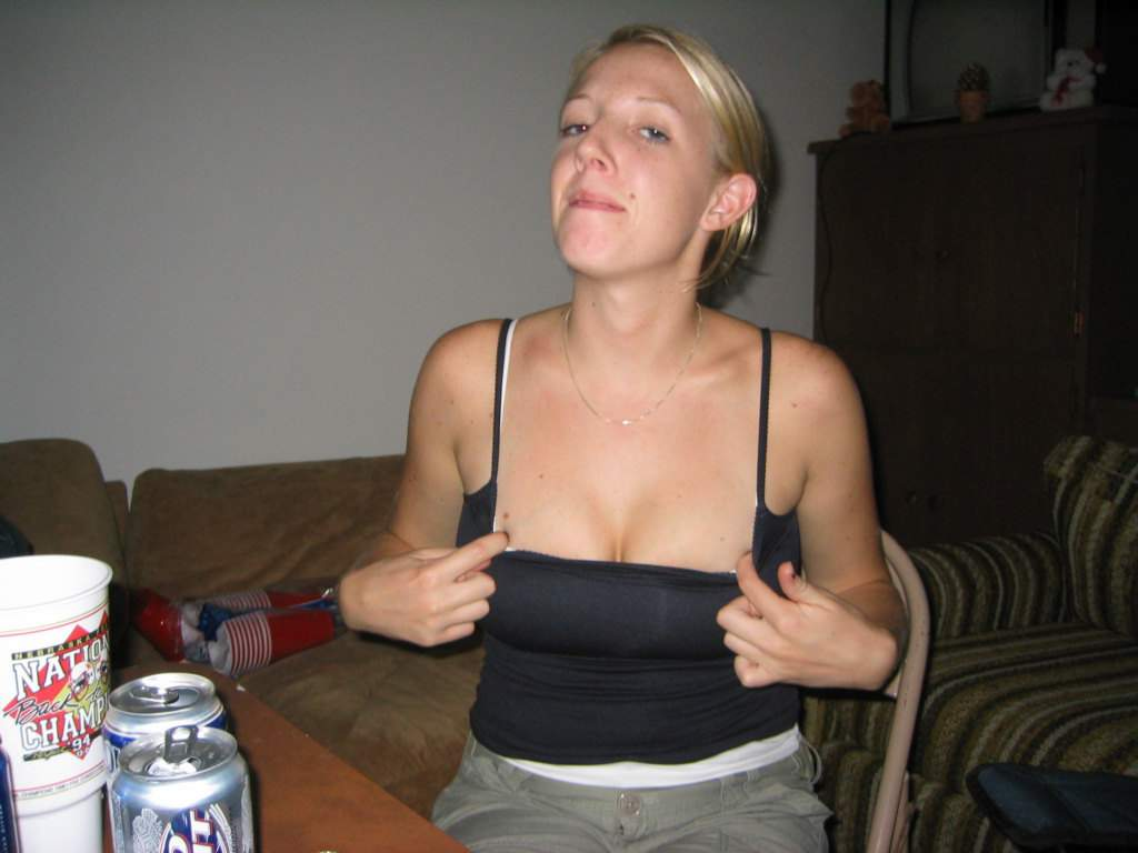 Strip Poker Pics