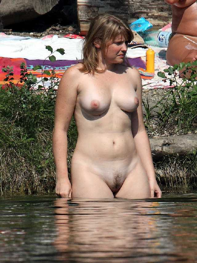 Milf swimming naked